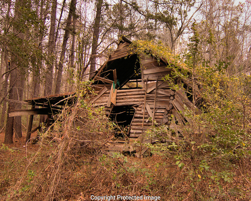 This is the second home abandoned on college park road in Ladson SC, it seems decidedly older than its neighbor, perhaps the family moved from this one to the other.