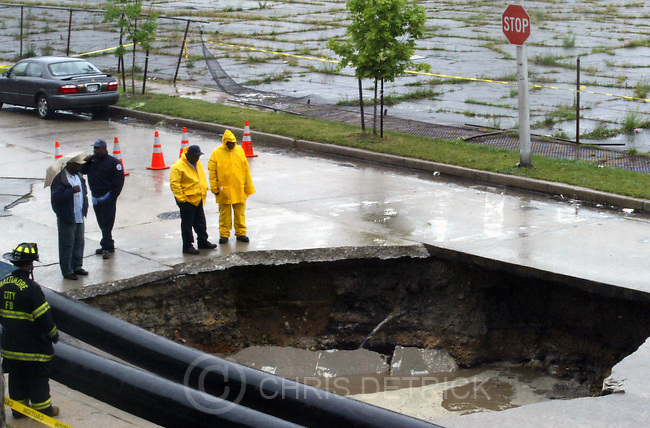 BALTIMORE, MD--6/5/04--.A sinkhole in the 1100 block of Braddish Ave., in Northwest Baltimore, opened up around 11:00 a.m. Saturday June 5, 2004. No one was seriously injured.. CHRIS DETRICK/Baltimore Sun Staff  DIGITAL#816G9030