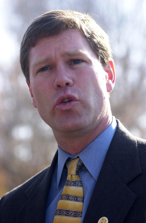 Kind111501 - Rep. Ron Kind, D-Wis., speaks at press conference at the Senate Swamp on the farm bill.
