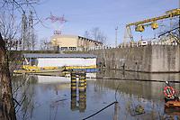 - centrale idroelettrica ENEL di Isola Serafini sul fiume Po<br /> <br /> - ENEL hydroelectric plant of Isola Serafini on Po river