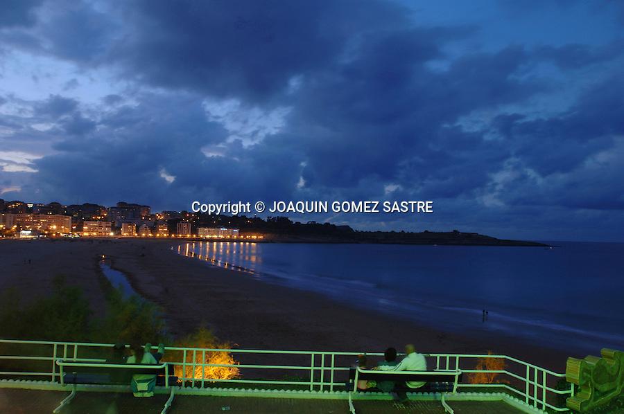 Vista de la 2ª playa del Sardinero desde los Jardines de Piquio con la ciudad al fondo..foto © JOAQUIN GOMEZ SASTRE