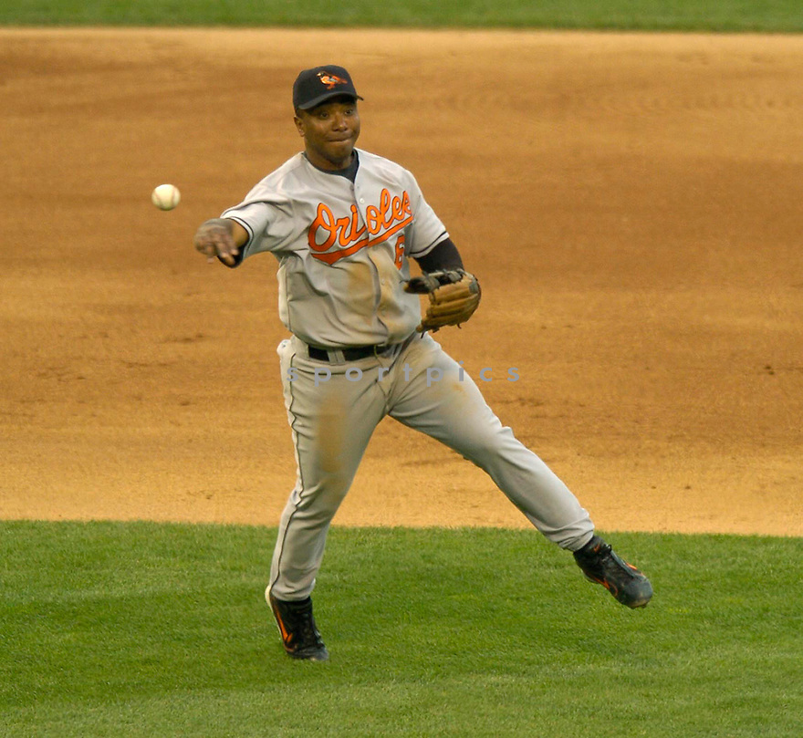 Melvin Mora of the Baltimore Orioles in action against the Chicago White Sox. ....Orioles won 6-2.....David Durochik / SportPics..