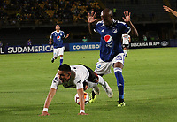 BOGOTÁ - COLOMBIA, 15-08-2018:Felipe Banguero (Der.)  jugador de Millonarios de Colombia disputa el balón con Enzo Daniel Gimenez (Izq.) jugador del General Díaz del Paraguay durante partido por la segunda fase de la Copa Conmebol Sudamericana 2018 , jugado en el estadio Nemesio Camacho El Campín de la ciudad de Bogotá. / Felipe Banguero (Der.) Player of Millonarios  of Colombia disputes the ball with Enzo Daniel Gimenez(Left) player of General Diaz of Paraguay during game for the second phase of the Copa Conmebol Sudamericana 2018, played in the stadium Nemesio Camacho El Campín of the city of Bogotá. Photo: VizzorImage / Felipe Caicedo / Staff.