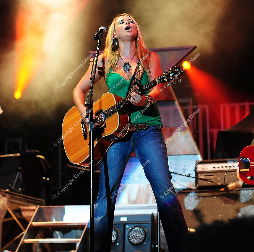Miranda Lambert sings during her concert at Country Thunder USA in Twin Lakes, Wisconsin on 8/17/08