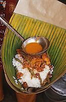 """Asie/Singapour/Singapour: Restaurant de rue """"Kandahar"""" - Détail """"Nashi Panpang"""" entouré d'une feuille de bananier"""