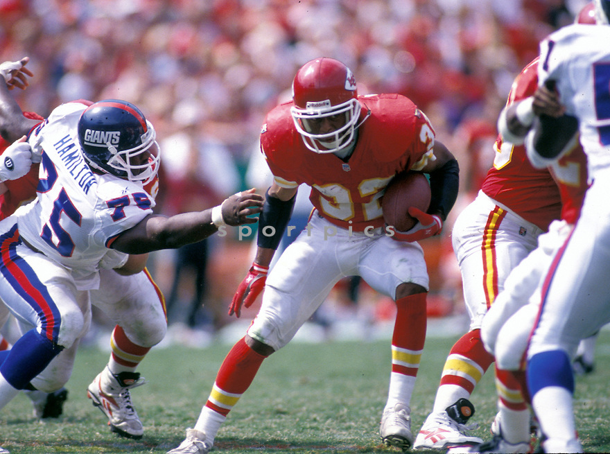 Kansas City Chiefs Marcus Allen (32) during a game against the New York Giants at Arrowhead Stadium in Kansas City, Missouri on September 10, 1995.  The Chiefs beat the Giants  20-17.   Marcus Allen played for 16 years with 2 different teams, was a 6-time Pro Bowler and was inducted to the Pro Football Hall of Fame in 2003.
