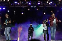 """CURITIBA, PR, 21 DE OUTUBRO DE 2012 – JEANN E JÚLIO – Apresentação da dupla Jeann e Júlio na """"Festa Tudo de Bom"""" da Rádio 98 FM. O festival, que reuniu mais de 30 apresentações sertanejas e de pagode aconteceu no domingo (21), no Estádio Vila Capanema, em Curitiba. (FOTO: ROBERTO DZIURA JR./ BRAZIL PHOTO PRESS)"""