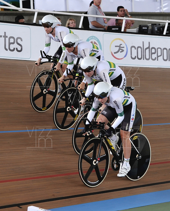 CALI - COLOMBIA - 27-02-2014: Annette Edmondson, Amy Cure, Melissa Hoskins y Isabella King, equipo de Australia, durante la prueba de Persecucion por equipos Damas en el Velodromo Alcides Nieto Patiño, sede del Campeonato Mundial UCI de Ciclismo Pista 2014. / Annette Edmondson, Amy Cure, Melissa Hoskins and Isabella King, Australia Team, during the test of Women´s Team Persuit in Alcides Nieto Patiño Velodrome, home of the 2014 UCI Track Cycling World Championships. Photos: VizzorImage / Luis Ramirez / Staff.