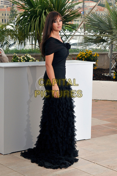 "MONICA BELLUCCI.""Sanguepazzo"" photocall at Palais de Festival during the 61st Cannes International Film Festival, Cannes, France..May 19th, 2008 .full length black dress off the shoulder ruffled ruffles frills .CAP/PL.© Phil Loftus/Capital Pictures"