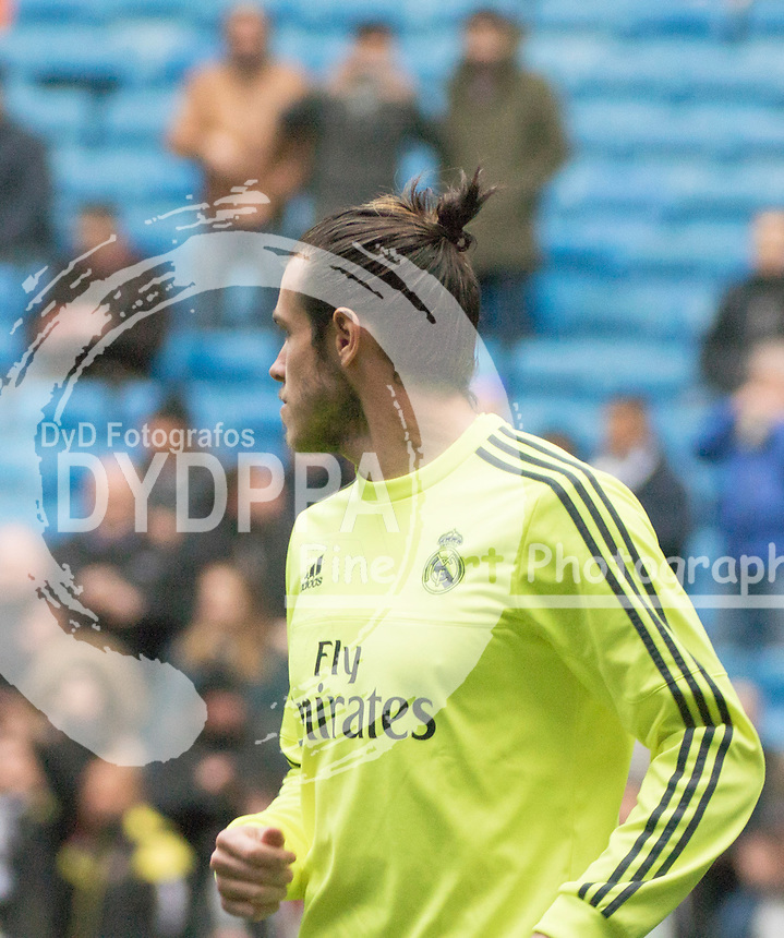 Real Madrid's Welsh forward Gareth Bale warms