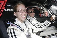 CIUDAD MENDOZA.- Automovilistas de la carrera Panamericana durante la competencia  visitaron esta ciudad, siendo una gran atracción para los amantes del automovilismo y de la población en general. /FOTOJAROCHA.COM/ Antonio Cruz.