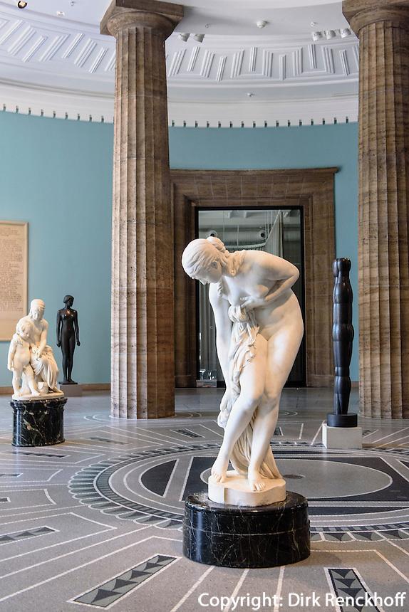 Skulpturen in der Rotunde der Kunsthalle, Glockengie&szlig;erwall, 20095 Hamburg,  Deutschland<br /> Sculpturs in Rotunde of Kunsthalle, Hamburg, Germany