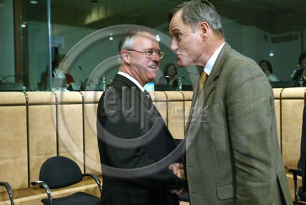 Belgium---Brussels---Council---Eurogroup---Round Table/Tour de Table                 09.02.2004.Hans EICHEL, Finance Minister, Germany; Francis MER, Finance Minister, France;     .PHOTO: EUP-IMAGES / ANNA-MARIA ROMANELLI