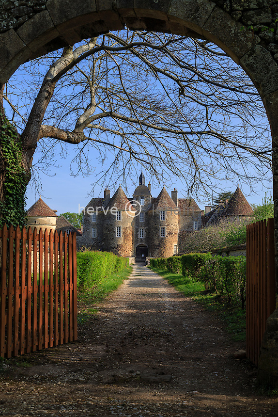 France, la Puisaye, Yonne (89), Treigny, château de Ratilly // France, the Puisaye, Yonne, Treigny, Ratilly castle