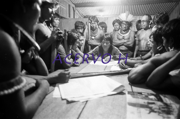 Indios kayapos entram em conflito com garimpeiros no Para.<br /> Garimpo Maria Bonita , Redencao, Para, Brasil.<br /> Foto: Eduardo Kalif/Acervo H<br /> maio, 1985.