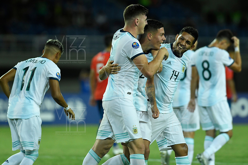 PEREIRA - COLOMBIA, 24-01-2020: Jugadores de Argentina celebran después de anotar el segundo gol de su equipo durante partido entre Chile y Argentina por la fecha 3, grupo A, del CONMEBOL Preolímpico Colombia 2020 jugado en el estadio Hernán Ramírez Villegas de Pereira, Colombia. / Players of Argentina celebrate after scoring the second goal of their team during the match between Chile and Argentina for the date 3, group A, for the CONMEBOL Pre-Olympic Tournament Colombia 2020 played at Hernan Ramirez Villegas stadium in Pereira, Colombia. Photos: VizzorImage / Julian Medina / Cont