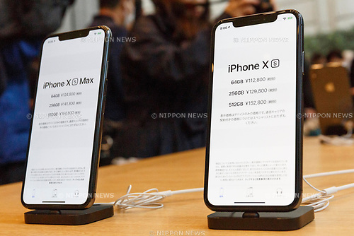Samples of the new iPhone XS Max and iPhone XS on display at the Apple Store in Omotesando on September 21, 2018, Tokyo, Japan. Apple fans lined up patiently in the early morning rain to get the new iPhone models (XS and XS Max) and the new iWatch (Series 4). The new iPhone XS costs JPY 112,800 for the 64 GB model, the iPhone XS Max costs JPY 124,800 JPY for the 64 GB model, and iWatch Series 4 costs JPY 45,800. (Photo by Rodrigo Reyes Marin/AFLO)