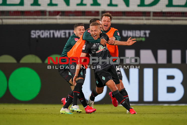 Jubel Ludwig Augustinsson (Werder Bremen #05) nach dem 1:2 Philipp Bargfrede (Werder Bremen #44), Leonardo Bittencourt  (Werder Bremen #10)Milot Rashica (Werder Bremen #07)<br /> <br /> <br /> Sport: nphgm001: Fussball: 1. Bundesliga: Saison 19/20: Relegation 02; 1.FC Heidenheim vs SV Werder Bremen - 06.07.2020<br /> <br /> Foto: gumzmedia/nordphoto/POOL <br /> <br /> DFL regulations prohibit any use of photographs as image sequences and/or quasi-video.<br /> EDITORIAL USE ONLY<br /> National and international News-Agencies OUT.