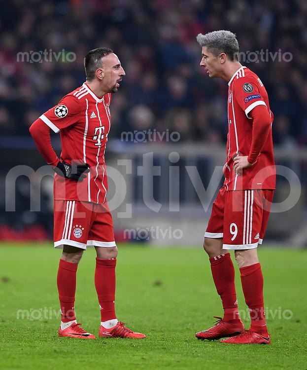 FUSSBALL CHAMPIONS LEAGUE SAISON 2017/2018 GRUPPENPHASE FC Bayern Muenchen - Paris Saint-Germain               05.12.2017 Franck Ribery (li) und Robert Lewandowski (re, beide FC Bayern Muenchen)
