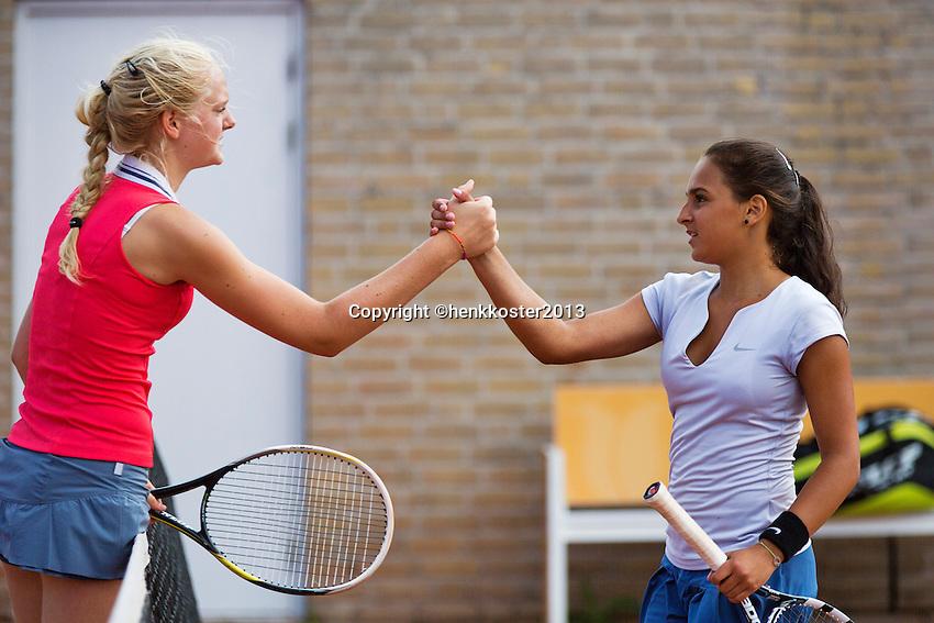 08-08-13, Netherlands, Rotterdam,  TV Victoria, Tennis, NJK 2013, National Junior Tennis Championships 2013, Myrthe Wittkamper and Phillis Vanenburg(R)<br /> <br /> <br /> Photo: Henk Koster