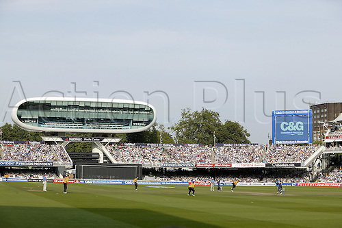 3 September 2005: General view of the ground during the Cheltenham and Gloucester Trophy final between Hampshire and Warwickshire at Lords, London. Photo: Steve Bardens/Actionplus..050903 venues c&g