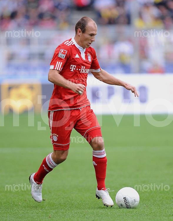 FUSSBALL  1. BUNDESLIGA   SAISON 2009/2010   5. SPIELTAG    12.09.2009 BVB Borussia Dortmund - FC Bayern Muenchen       Arjen Robben (FCB)  am Ball