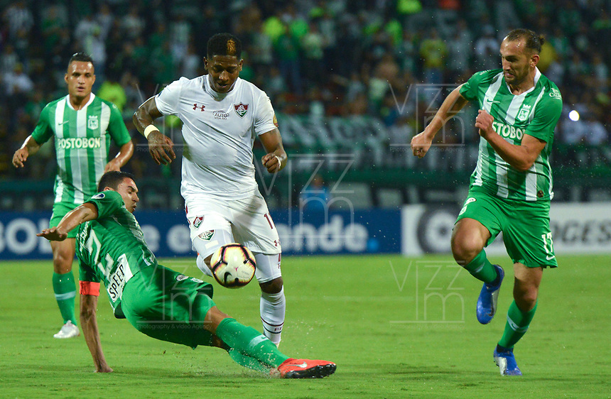 MEDELLIN - COLOMBIA, 29-05-2019: Daniel Bocanegra y Hernan Barcos del Nacional disputan el balón con Yony Gonzalez del Fluminense durante partido de vuelta entre Atlético Nacional de Colombia y Fluminense de Brasil por los dieciseisavos de final de la Copa CONMEBOL Sudamericana 2019 jugado en el estadio Atanasio Girardot de la ciudad de Medellín. / Daniel Bocanegra and Hernan Barcos of Nacional vie for the ball with Yony Gonzalez of Fluminense during second leg match between Atletico Nacional of Colombia and Fluminense of Brazil for the sixteenth-finals as part of the Copa CONMEBOL Sudamericana 2019 played at Atanasio Girardot stadium of Medellin city. Photo: VizzorImage / Leon Monsalve / Cont