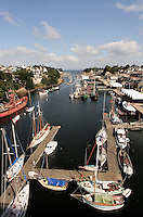 Port-musee de Douarnenez, dans l'estuaire de Port-Rhu, accueil plusieurs dizaine de vieux bateaux.<br /> Port-museum of Douarnenez, in the estuary of Port-Rhu, reception several ten old boats.