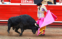 MANIZALES - COLOMBIA, 9-01-09-2020: Feria de Manizales ,temporada taurina,en la foto el torero francés  Sebastián Castella con el toro Barco de 544 kiilos. /<br /> Manizales Fair, bullfighting season, in the photo the French bullfighter Sebastián Castella with the bull Boat of 544 kilos. Photo: VizzorImage / Santiago Osorio / Contribuidor
