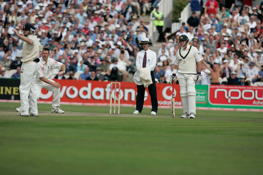 Photo: Peter Phillips..England v Australia. nPower Test Match Series, The Ashes 3rd Test. 12/08/2005..Ashley Giles appeals as Justin Langer is caught by Ian Bell