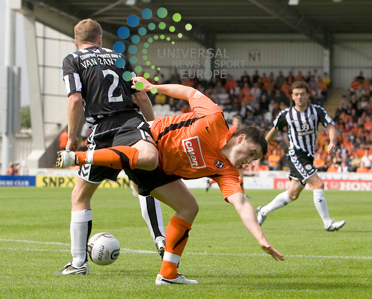 Saints David van Zanten(2) keeps the ball after some close attention during The Clydesdale Bank Premier League match between St Mirren and Dundee United at St Mirren Park 14/08/10..Picture by Ricky Rae/universal News & Sport (Scotland).