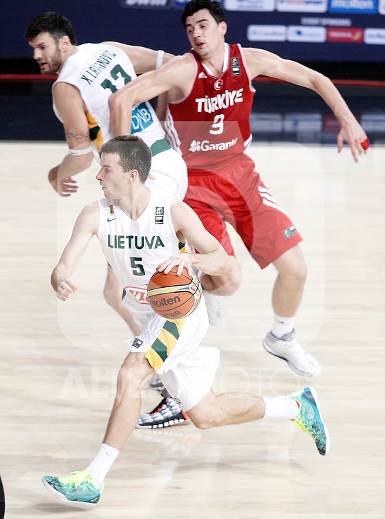 Lithuania's Ksistof Lavrinovic (l) and Adas Juskevicius (d) and Turkey's Emir Preldzic during 2014 FIBA Basketball World Cup Quarter-Finals match.September 9,2014.(ALTERPHOTOS/Acero)