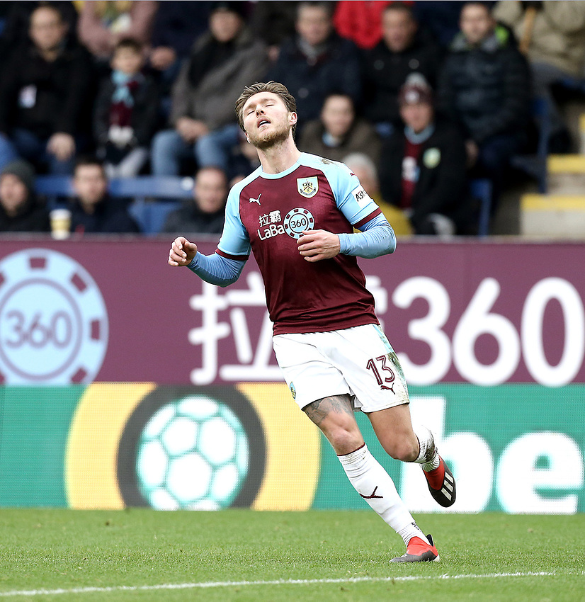 Burnley's Jeff Hendrick<br /> <br /> Photographer Rich Linley/CameraSport<br /> <br /> Emirates FA Cup Third Round - Burnley v Barnsley - Saturday 5th January 2019 - Turf Moor - Burnley<br />  <br /> World Copyright © 2019 CameraSport. All rights reserved. 43 Linden Ave. Countesthorpe. Leicester. England. LE8 5PG - Tel: +44 (0) 116 277 4147 - admin@camerasport.com - www.camerasport.com