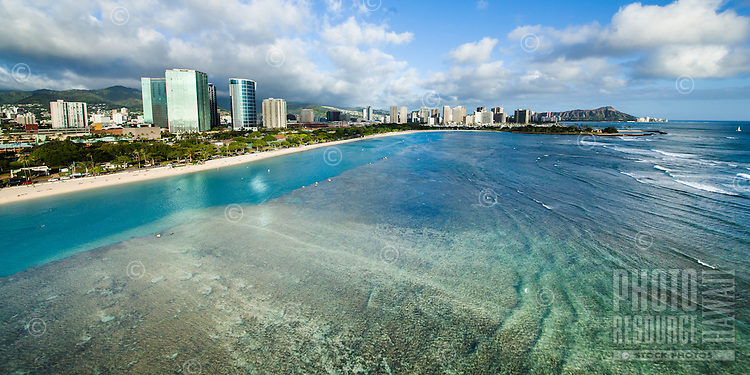 Ala Moana Beach Park and Magic Island, with Diamond Head in the distance, Honolulu, O'ahu.