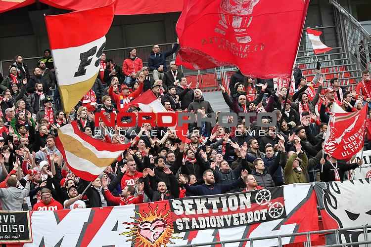28.01.2018, BayArena, Leverkusen , GER, 1.FBL., Bayer 04 Leverkusen vs. 1. FSV Mainz 05<br /> im Bild / picture shows: <br /> Fans, freundlich, Stimmung, farbenfroh, Nationalfarbe, geschminkt, Emotionen, mainzer<br /> <br /> <br /> Foto &copy; nordphoto / Meuter