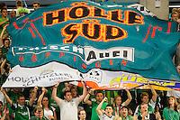 Fans  von Frisch Auf rollen Banner, Fahne mit Hölle Süd aus