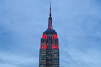 NOVA YORK, EUA, 14.02.2018 - VALENTINES-DAY - Vista do Empire State Building na cidade de Nova York nos Estados Unidos na noite deta quarta-feira, 14. A iluminação do prédio está em vermelho em referencia ao Valentines Day (Dia dos Namorados). (Foto: William Volcov/Brazil Photo Press)