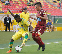 BUCARAMANGA-COLOMBIA ,21 -08-2019.Yuber Asprilla jugador del  Atlético Bucaramanga disputa el balón contra Alex Castro jugador del Deportes Tolima durante partido por la fecha 7 de la Liga Águila II 2019 jugado en el estadio Alfonso López de la ciudad de Bucaramanga./Yuber Asprilla player of Atletico Bucaramanga fights the ball agaisnt of Alex Castro player of  Deportes Tolima during the match for the date 7 of the Aguila League II 2019 played at Alfonso Lopez  stadium in Bucaramanga city. Photo: VizzorImage/ Oscar Martínez / Contribuidor