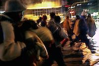 Profughi di guerra e richiedenti asilo politico sudanesi, eritrei e somali, in marcia verso il centro. Milano, 28 dicembre, 2005<br /> Sudanese, Somali and Eritrean war refugees and asylum seekers march to the city center. Milan, December 28, 2005