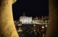 Una veduta di Piazza San Pietro in occasione dell'apertura del Conclave per l'elezione del nuovo Papa della Chiesa Cattolica Romana, Citta' del Vaticano, 12 marzo 2013. .A view of St. Peter's square in occasion of the opening of the Conclave for the election of the new Pope of the Roman Catholic Church, at the Vatican, 12 March 2013..UPDATE IMAGES PRESS/Isabella Bonotto STRICTLY FOR EDITORIAL USE ONLY - STRICTLY FOR EDITORIAL USE ONLY