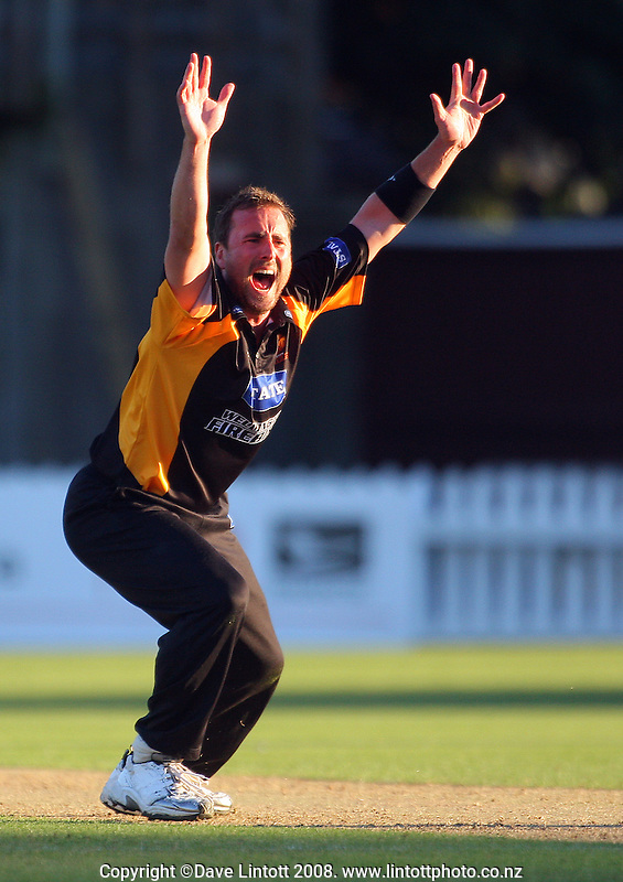 Mark Gillespie appeals unsuccessfully. State Shield cricket match. Wellington Firebirds v Canterbury Wizards. Allied Prime Basin Reserve, Wellington. Wednesday, 20 February 2008. Photo: Dave Lintott / lintottphoto.co.nz