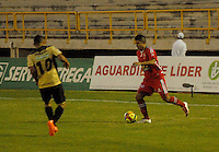 TUNJA - COLOMBIA -19 -11-2013: Emmanuel Prisco (Der.) jugador de Patriotas FC disputa el balón con Cleider Alzate (Izq.) jugador de Itagüi, durante partido por la sextafecha  de la Liga Postobon I-2014, jugado en el estadio La Independencia de la ciudad de Tunja. / Emmanuel Prisco (R) player  of Patriotas FC vies for the ball with Cleider Alzate (L) player of Itagüi during a match for the sixth date of the Liga Postobon I-2014 at the La Independencia  stadium in Tunjacity, Photo: VizzorImage  / Jose M. Palencia / Str. (Best quality available)