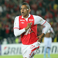 BOGOTA - COLOMBIA - 16 -04-2013: Wilder Medina   de Santa Fe  de Colombia celebra el gol contra  Real Garcilaso del Perú , durante partido en el estadio Nemesio Camacho El CampÌn de la ciudad de Bogotá, partido por el grupo  6 de la Copa Bridgestone Libertadores 2013, abril 16 de 2013.  (Foto: VizzorImage / Felipe Caicedo / Staff) .Photo / VizzorImage / Felipe Caicedo / Staff . Wilder Medina of Santa Fe of Colombia celebrates goal against Real Garcilaso of Peru during game at the stadium Nemesio Camacho El Campin in Bogota, group 6 match of the Copa Libertadores 2013 Bridgestone, April 16, 2013. (Photo: VizzorImage / Felipe Caicedo / Staff).