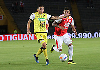 BOGOTÁ - COLOMBIA, 11-08-2018: Yeison Gordillo (Der.) jugador del Independiente Santa Fe  disputa el balón con Harold Rivera (Izq.) jugador de Alianza Petrolera durante partido por la fecha 4 de la Liga Águila II 2018 jugado en el estadio Nemesio Camacho El Campín de la ciudad de Bogotá. /Yeison Gordillo (R) player of Independiente Santa Fe fights for the ball with Harold Rivera (L) player of Alianza Petrolera  during the match for the date 4 of the Liga Aguila II 2018 played at the Nemesio Camacho El Campin Stadium in Bogota city. Photo: VizzorImage / Felipe Caicedo / Staff.