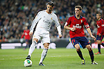 Real Madrid´s Cristiano Ronaldo (L) and Osasuna´s Roberto Torres during King´s Cup match in Santiago Bernabeu stadium in Madrid, Spain. January 09, 2014. (ALTERPHOTOS/Victor Blanco)