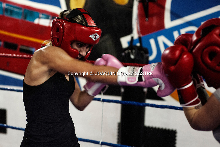 The boxer Marian Martinez, making gloves with his partner Fatima Martin in the boxing club Elche.