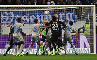 Kopfballchance Luka Jovic (Eintracht Frankfurt) vor dem 3:0 - 11.11.2018: Eintracht Frankfurt vs. FC Schalke 04, Commerzbank Arena, DISCLAIMER: DFL regulations prohibit any use of photographs as image sequences and/or quasi-video.