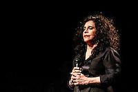 """SAO PAULO, SP, 15 DE JUNHO DE 2013. GAL COSTA - SHOW RECANTO. A cantora Gal Costa durante apresentação do show """"Recanto"""" na noite deste sábado, no HSBC Brasil, na zona sul da capital paulista. O show é baseado no disco """"Recanto"""", lançado em 2011 e também em antigos sucessos, como Força Estranha. FOTO ADRIANA SPACA/BRAZIL PHOTO PRESS"""