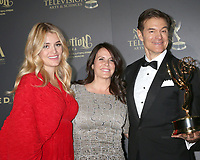 LOS ANGELES - APR 30:  Daphne Oz, Guest, Dr. Mehmet Oz, Outstanding Talk Show - Informative in the 44th Daytime Emmy Awards Press Room at the Pasadena Civic Auditorium on April 30, 2017 in Pasadena, CA