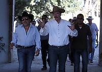 El cantante de musica popular mexicana Joan Sebastian visito el rancho de el ex presidente de  Fox y Marta Sahag&uacute;n durante su visita a Lon , Guanajuato el 2 de Febrero del 2014..<br /> (*Foto:TiradorTercero/NortePhoto*)